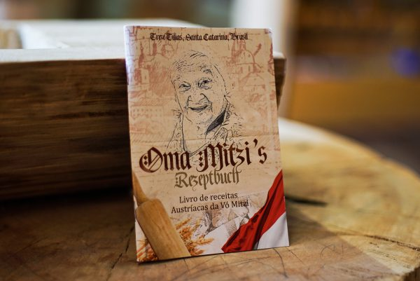 Mini revista de receitas austríacas da Oma Mitzi 1 Mundo Tirolês - Artigos Típicos Austríacos e Alemães