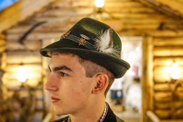 Chapéu Típico verde Edelweiss metal 1 Mundo Tirolês - Artigos Típicos Austríacos e Alemães