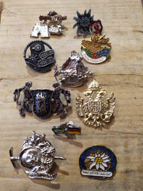 Combo de 10 broches/bótons 1 Mundo Tirolês - Artigos Típicos Austríacos e Alemães